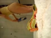 Tetona graba con camara oculta en la ducha