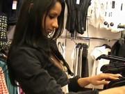 Se la cogen en los probadores de una tienda de ropa