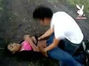Marcela se la cogen en el campo