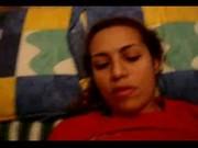 Masturbando y metiendosela a una rica tetona mexicana