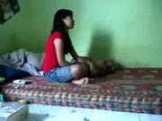 Una rica cogida de 31 min con su novia jovencita