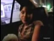 Taxista se consigue una zorrita de 18 que le mama la verga