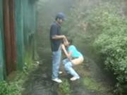 Cogida con amor cerca de una cascada