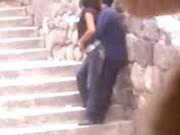 Espian a parejita caliente cogiendo en unas escaleras