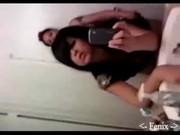 Lindas chicas emo lesbianas en el baño