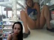 La chica de la farmacia ahora con su amiga Veronica