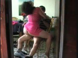 Que chingon se mueve mi mujer al montarme