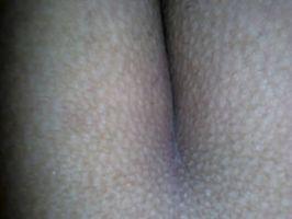 Se le eriza la piel cuando la cojo por el culo uffff