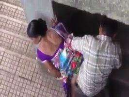 Los pillan cogiendo en la calle