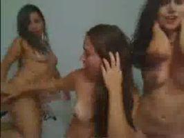 Tres amigas muy putas desnudas por cam