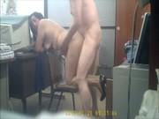 En la oficina totalmente desnudos y cogiendo