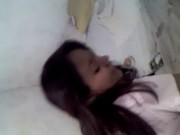 La cojo con su tanga rosa puesta, ella sonrie y le encanta