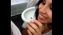 Angelica guapisima morra comiendo verga en el baño