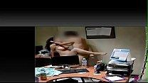 Sexo con la secre puta totalmente desnuda en el trabajo