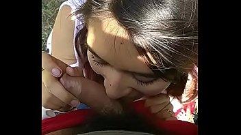 Morrita rica de 18 años mamando y cogiendo al aire libre