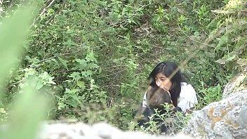 Chavita pillada cogiendo y montando a su novio en el monte