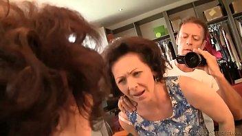 Mujer madura de lindos ojos follada por una verga gruesa