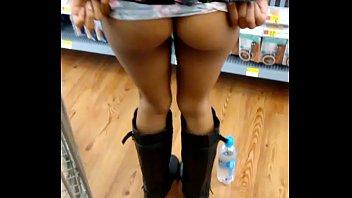 Pareja gringa cojen en el supermercado Walmart