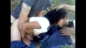 Traviesa mexicana cogiendo con amigos en el bosque