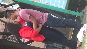 Gordita caliente chaquetea a su novio en publico