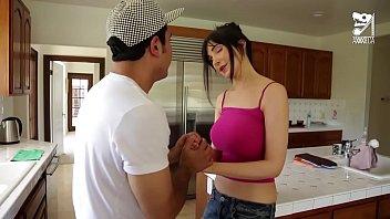 Mexicano suertudo se coge a la mama tetona de su amigo
