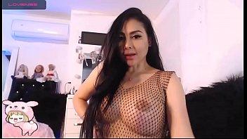 La webcamer Dayana Perez nos muestra su coño de cerca