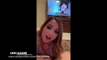 Lexi Aaane mamando la verga de un fan mientras mira sus videos